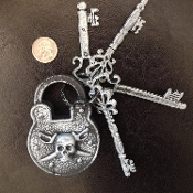 Medieval Gothic FAKE LOCK with Assorted KEYS-Rustic Silver Hollow PLASTIC-Zombie Prison Steampunk Jail Biker Pirate Party Theme-Realistic Haunted House Dungeon Cemetery Graveyard Fence Crypt Decor Prop Decoration Cosplay Halloween Costume Accessory