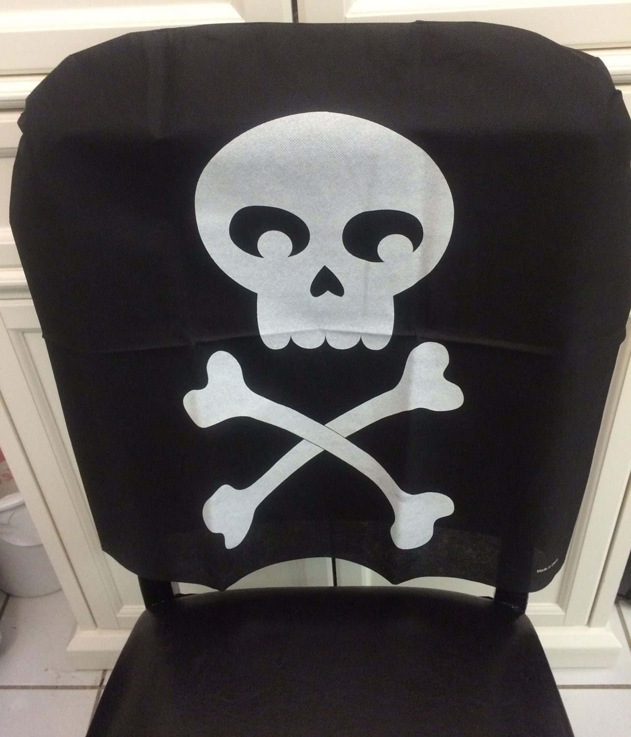 Black skull chair - Black Pirate Skull Crossbones Chair Cover Birthday Party Halloween Decoration